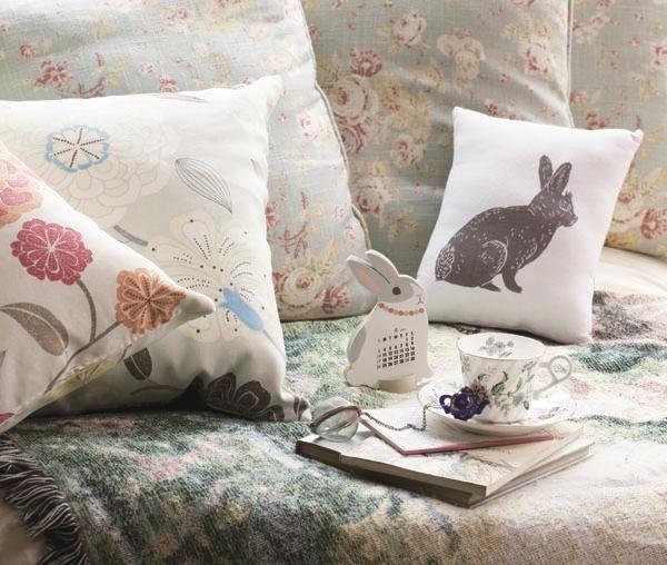 碎花布艺,无论是抱枕或是沙发布,马上让人感觉神清气爽,再搭配小动物