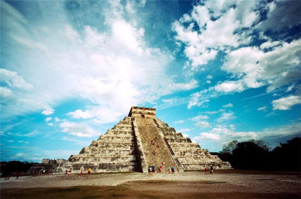 闻名世界的库库尔坎金字塔