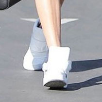 2016 年绝对大势的小白鞋